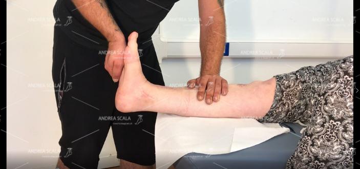 La caviglia operata deve arrivare dolcemente e gradualmente a 90 gradi e oltre